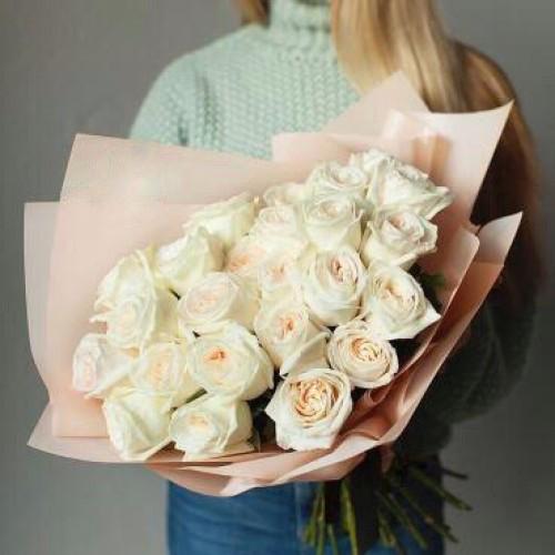 Купить на заказ Букет из 31 белой розы с доставкой в Аксае