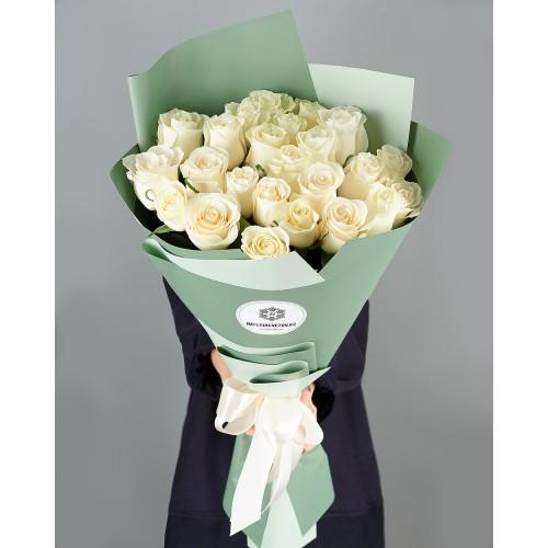 Купить на заказ Букет из 25 белых роз с доставкой в Аксае